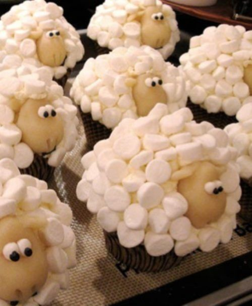 Shaun The Sheep Marshmallow Cupcakes (these would be perfect for a birthday party!!!) For Duncan