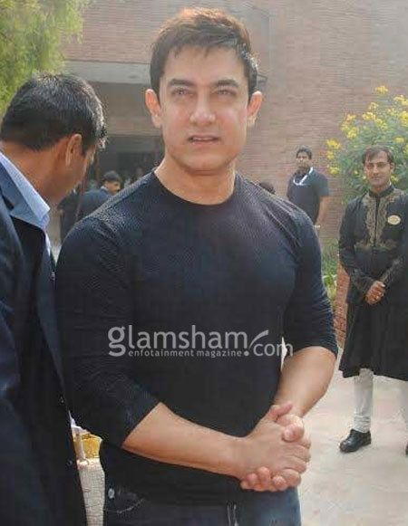 Aamir Khan: I won't name the actress perfectionist! While the wait for Aamir Khan's next release, PK, is on, more so after the first song promo ('Tharki Chhokro'), the actor was in the Taj City Agra's ITC Mughal (along with Neeta Ambani and wife Kiran), on Sunday, and we were there (as always!) to put forth our interesting and hat ke queries.