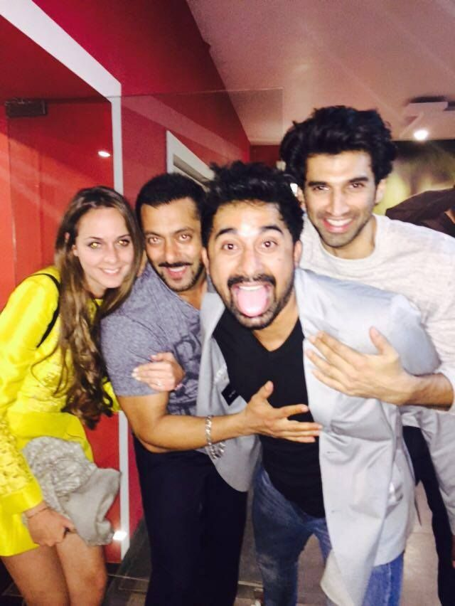 """Check out! Another picture of Salman Khan with his """"London Dreams"""" movie cast. Aditya Roy Kapoor and Rannvijay Singh."""