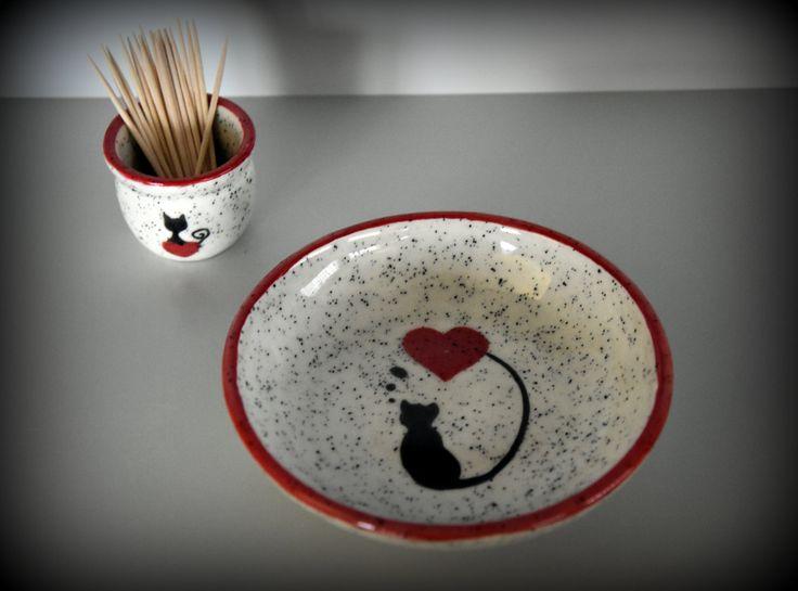 Keramiek serviesgoed / tapas schaaltje + houder tandestoker met handgeschilderde decoratie kat / poes / kitten - hangemaakt aardewerk door Evacreajewel op Etsy