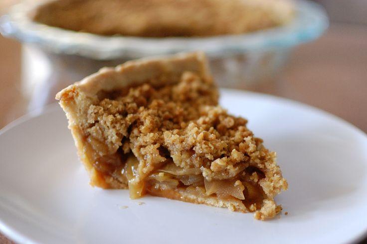 Denne glutenfri æbletærte er ret fantastisk. Hvis du ikke tåler mælk, æg, mel eller tilsat sukker, så er her en kage eller en dessert