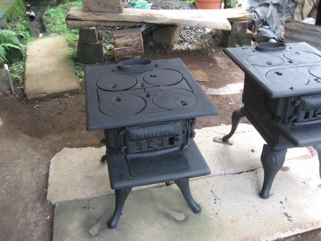Cocinas de hierro fundido, la fábrica mas antigua estaba en Chihuahua y todavía se pueden conseguir en mas o menos buen estado.