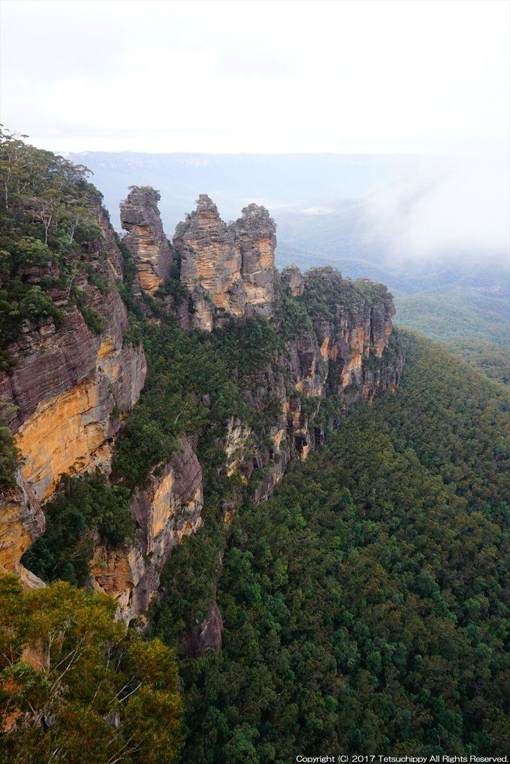 シドニーから電車を利用していくことができる「ブルーマウンテンズ国立公園」。広大な巨木の森林、砂岩の絶壁、そしてなによりユーカリの樹が発する青い霞に包まれる、素晴らしい世界遺産です。...