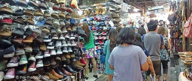 Schuhverkauf auf dem Chatuchak Markt