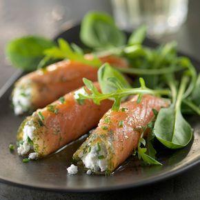 Découvrez la recette Rouleaux de saumon fumé sur salade sur cuisineactuelle.fr.