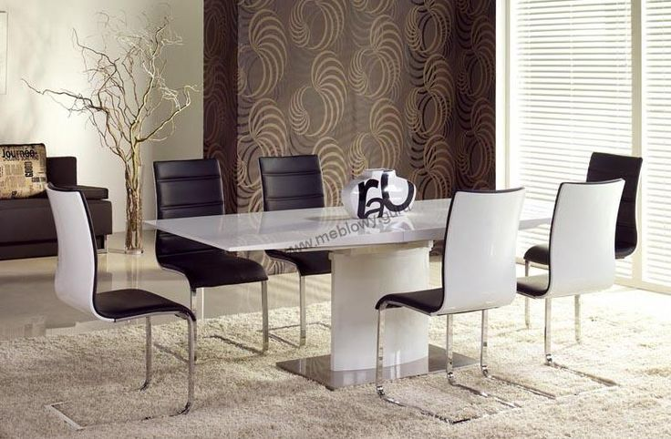Rozkładany Stół Marcello z blatem wykonanym na wysoki połysk.