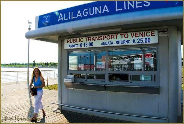 Le guichet des Bateaux Alilaguna à l'embarcadère de l'Aéroport Marco Polo de Venise
