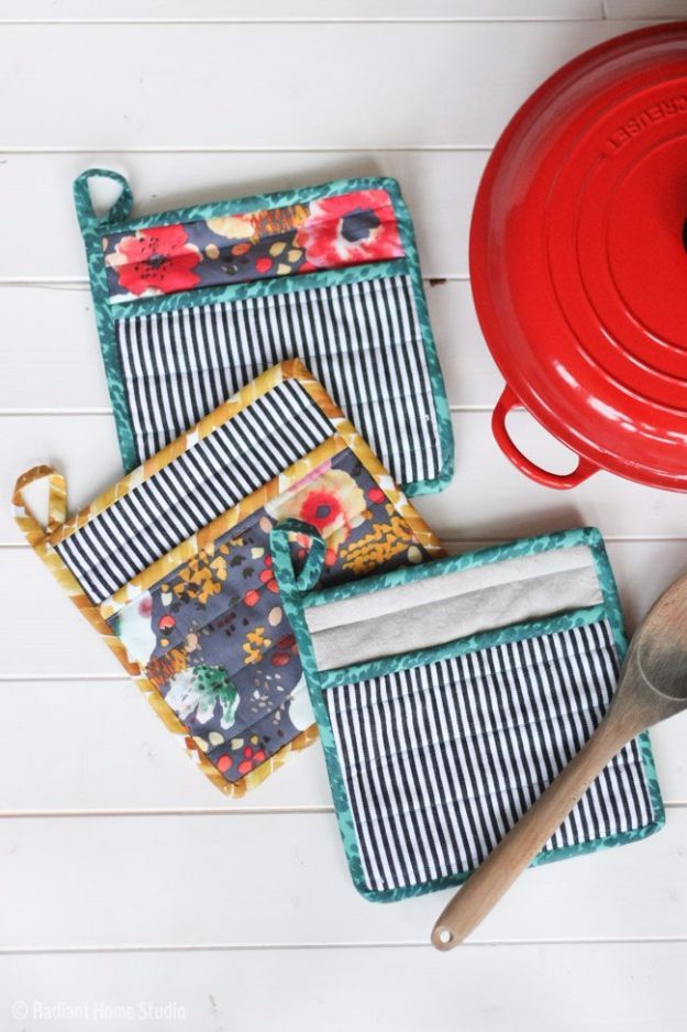 DIY Sewing Projects for the Kitchen - Simple Pot Holder - Easy Sewing Tutorials and Patterns for Towels, napkinds, aprons and cool Christmas gifts for friends and family - Rustic, Modern and Creative Home Decor Ideas http://diyjoy.com/diy-sewing-projects-kitchen