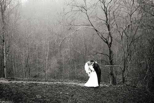 Romantic-Pre-Wedding-Photo-in-Forest