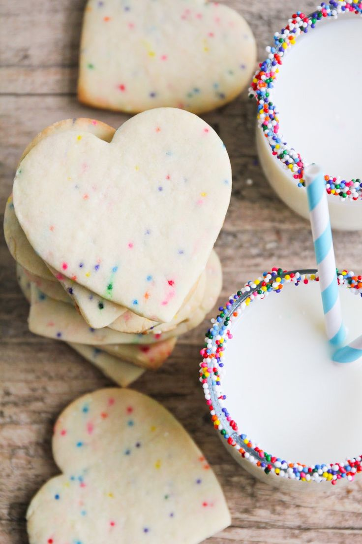 Sprinkle in some variety to your cookie & milk pairing with…sprinkles! A cute (and delicious) way to entertain guests this holiday season.