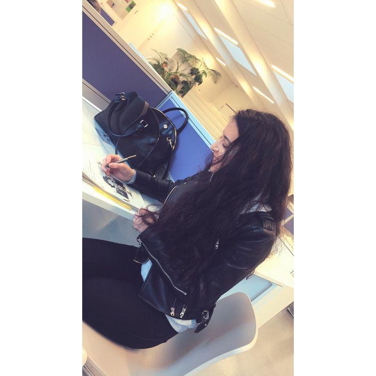 #hamburg #photooftheday #school #instagram #regram #shoutout #snapchat #sabr #smile #dentalassistant #nofilter #iphoneonly #mutluluk #happy #vscocam #vsco #tb #instagood #instadaily #bestfriends