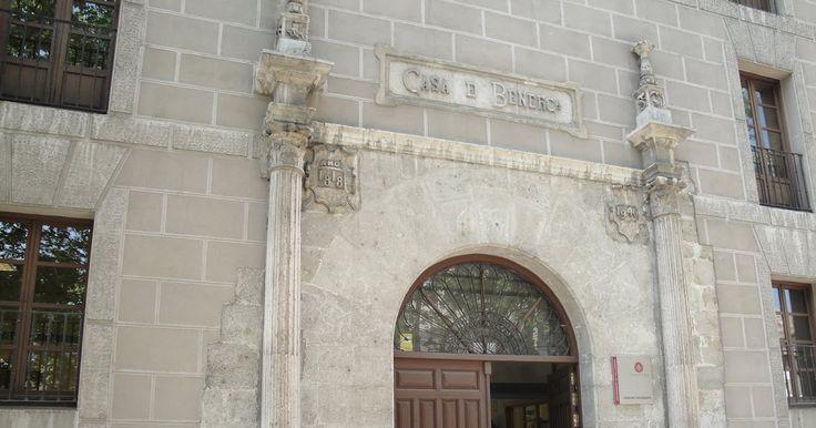 Portada de la antigua Casa de Beneficencia (Actual Casa del Estudiante)  En este solar, localizado en el denominado Prado de la Magdalena, e...
