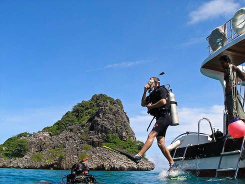 Scuba Diving: Exhilarating Yet a Challenging Sport >> There are a number of destinations across the world which especially designed to attract the #scubadiving crowd. Looking at the present time, scuba diving is not just a limited to few countries. In fact, there is also a huge craze among people for #scubadivingIndia. #AdventureSports, #365Hops, #Goa #India