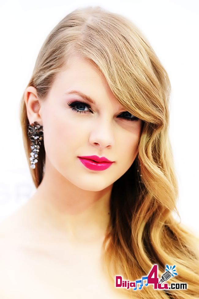 Taylor-Swift-Sizzled-On-Billboard-Music-Awards-2011-www.diljann4u.com-03.jpg (650×975)