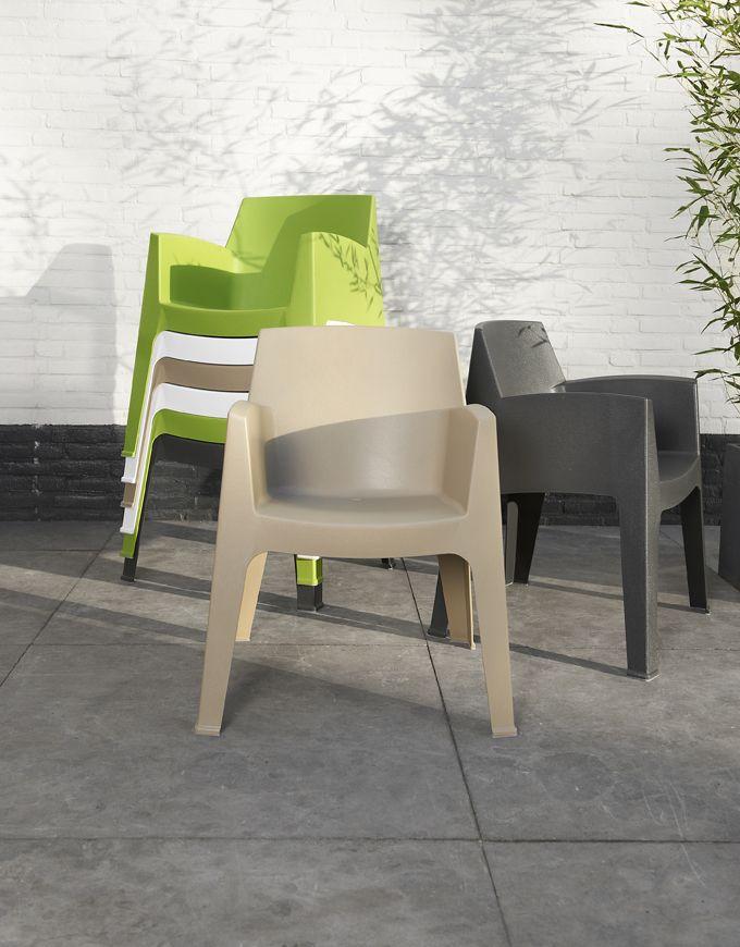 Stapelstoel Master: moderne kunststof stoel, in 4 kleuren verkrijgbaar #leenbakker #terrasideeen