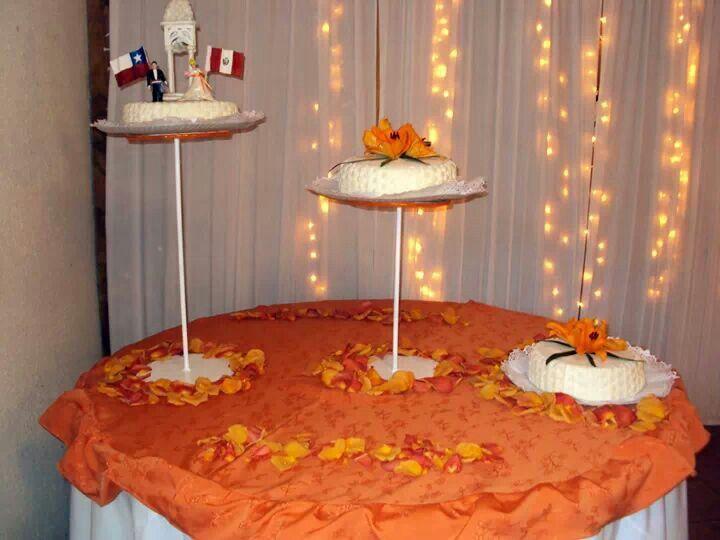 Torta de novios peruana y chileno hecha por Mariana's Cake. https://m.facebook.com/marianas.cake.7