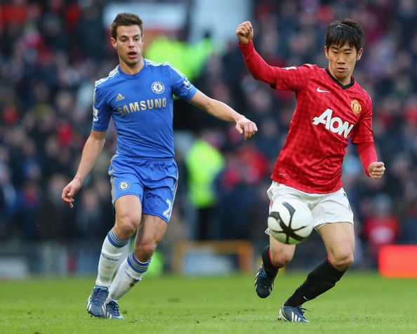 Shinji Kagawa Photos - Shinji Kagawa of Manchester United in action during the FA Cup sponsored by Budweiser Sixth Round match between Manchester United and Chelsea at Old Trafford on March 10, 2013 in Manchester, England. - Manchester United v Chelsea - FA Cup Sixth Round