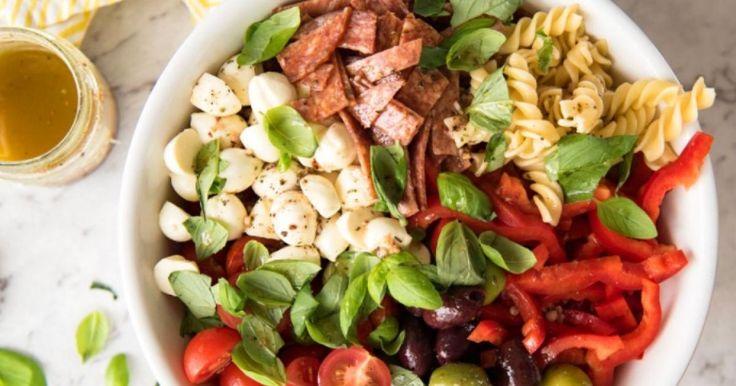 Tout le monde a besoin d'une recette de salade de pâtes... Si vous voulez la meilleure, c'est ici que ça se passe!