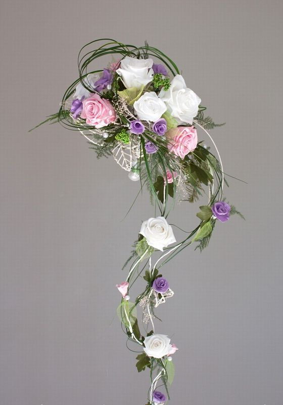 Bouquet de mariée tombant de roses