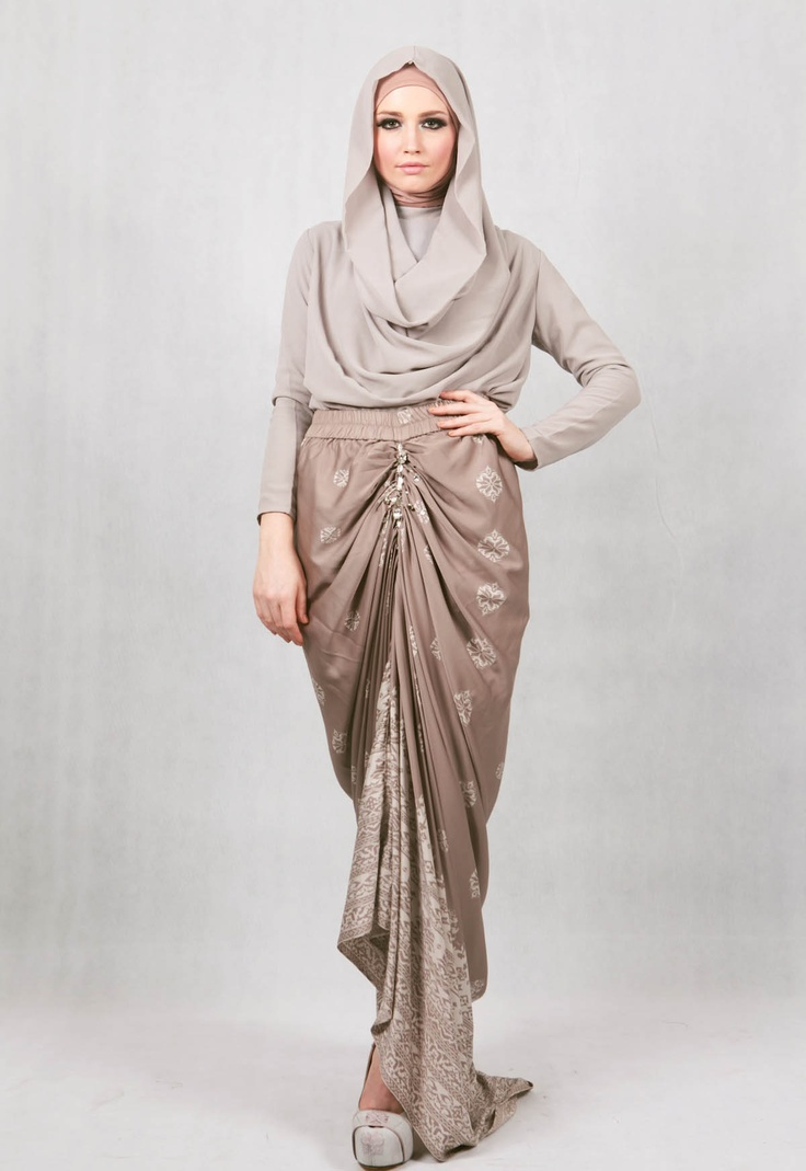 Ria MIranda; Indonesian designer - Barantai Skirt: Another Minang Heritage collection, as seen on Jakarta Fashion Week '13