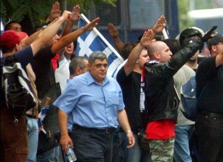 El partido fascista griego Amanecer Dorado planea fundar una filial en el estado español