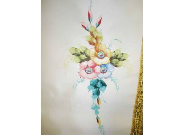 Estandarte para procesión personalizable pintado a mano decorado con flores / Hand painted religious banner (3/3). http://www.articulosreligiososbrabander.es/estandartes-religiosos-de-semana-santa-personalizables.html