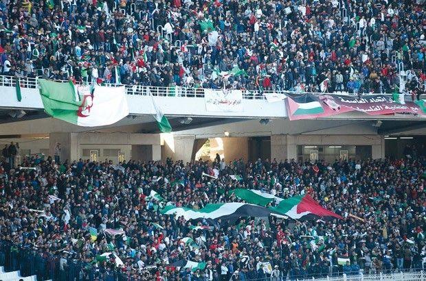 """c'est la fraternité qui a gagné hier bravo Phénoménal !! ils étaient plus de 80 000 spectateurs à s'être déplacer au stade du """"5 juillet"""" à Alger non pas pour soutenir leur équipe nationale des U 23 mais l'équipe de Palestine ! Sacrés Algériens quand même, une belle preuve de solidarité des Peuples..."""