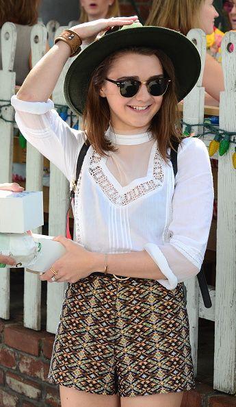Maisie Williams – Rien à redire, la jeune Stark est aussi très lookée à la ville! Son look bohemian chic est étudié dans les moindres détails jusqu'aux accessoires. Une belle leçon de style!