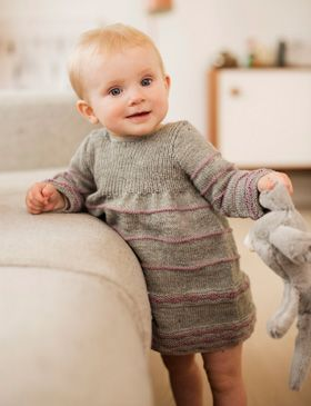 Strik den sødeste babykjole. Knit the sweetest baby dress (Danish).