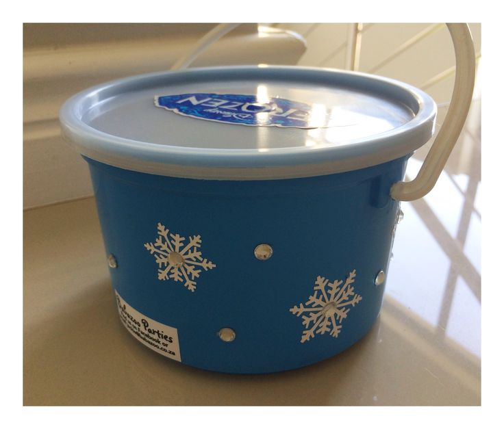 Back of frozen party bucket filled with sweets #frozenparty