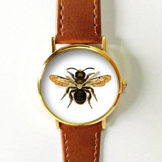 Vintage Bee horloge, Horloges vrouwen, Leather Watch, Mens Watch, vriendje horloge, dameshorloge, zilver goud Rose Watch, uniek, Gift Schepen wereldwijd Type: Quartz De grootte van de pols: Instelbaar van 17 cm tot 21 cm (6.69 inch naar 8.26 inches) Display: analoog Bellen venster materiaal: glas Materiaal: metaal Kleur kast: goud Case Diameter: 3.8 cm (1,49 inch) De dikte van het geval: 0.7 cm (0,27 inch) Band materiaal: kwaliteit kunstleer Bandbreedte: 2,0 cm (0.748inches) De lengte van…