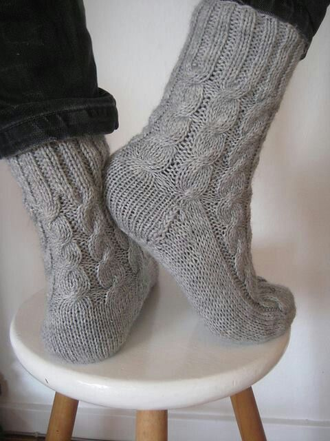 Cable Knit Socks Pattern : 17 Best ideas about Cable Knit Socks on Pinterest Cozy socks, Knitted slipp...