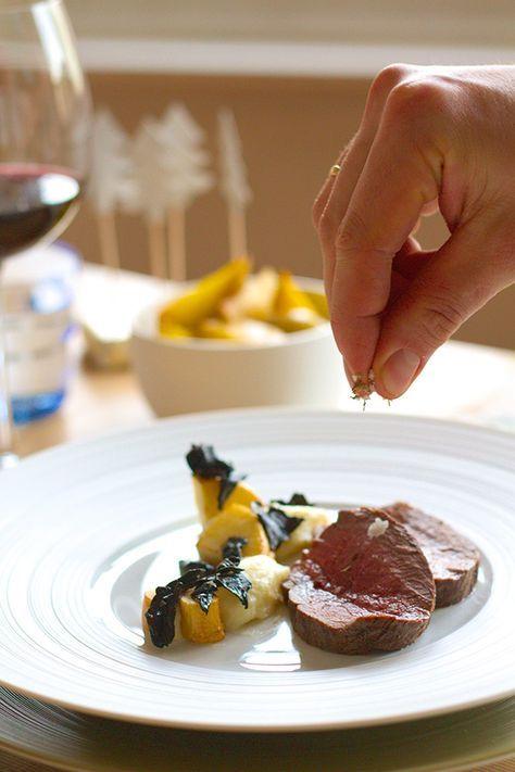 De lekkerste gerechten zijn daarom niet de moeilijkste, meest ingewikkelde gerechten. Dit feestelijke hoofdgerecht met hertenkalffilet, boschampignons en pastinaak is daar een mooi bewijs van.