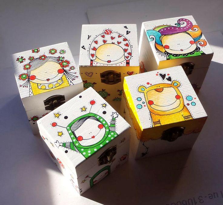 Cajitas de madera Ilustradas una a una. http://caperucitazul.com/
