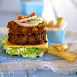 A deliciously simple beef burger created by Anél Potgieter. A flavoursome beef patty topped with mature cheddar cheese, chunky homemade chips, homemade mayonnaise and tomato, gherkin and jalapeño relish #picknpay #recipe #freshlyblogged
