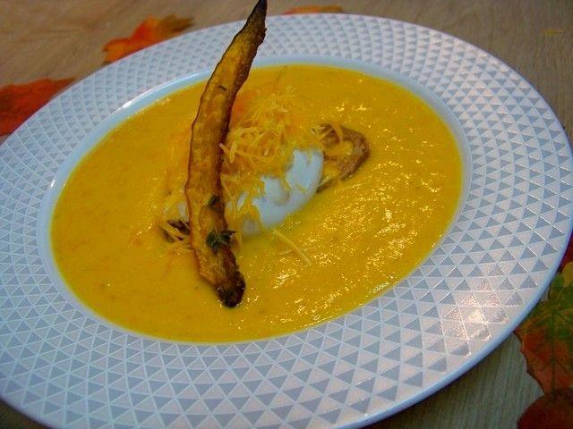 Cuisine en folie: Velouté de potimarron, maïs, lard de Colonnata à la Mimolette et oeuf poché sur son croûton #velouté #soupe #potimarron #maïs #oeuf #mimolette #oeuf