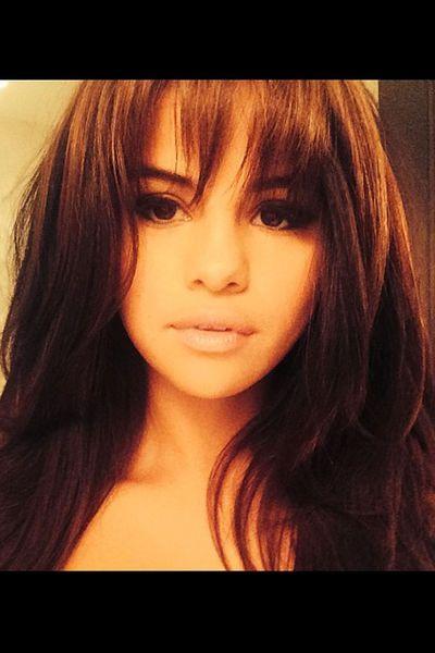 Selena Gomez arbore une nouvelle frange effilée - L'Express Styles