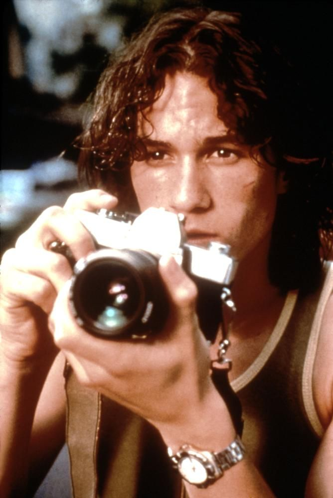 TWO HANDS, Heath Ledger, 1999 | Essential Film Stars, Heath Ledger http://gay-themed-films.com/essential-film-stars-heath-ledger/