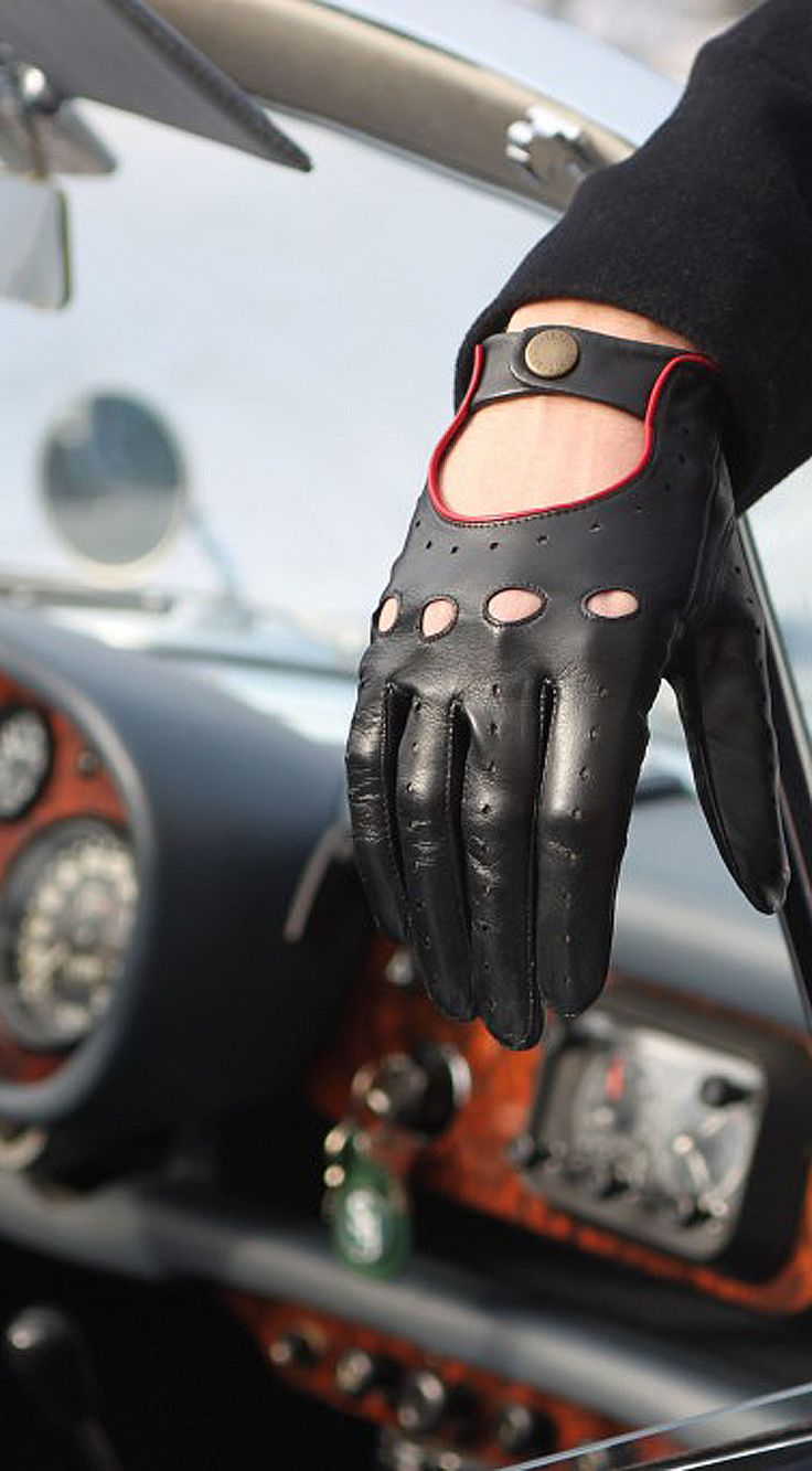 Leather driving gloves dents - Dents Black Driving Glove