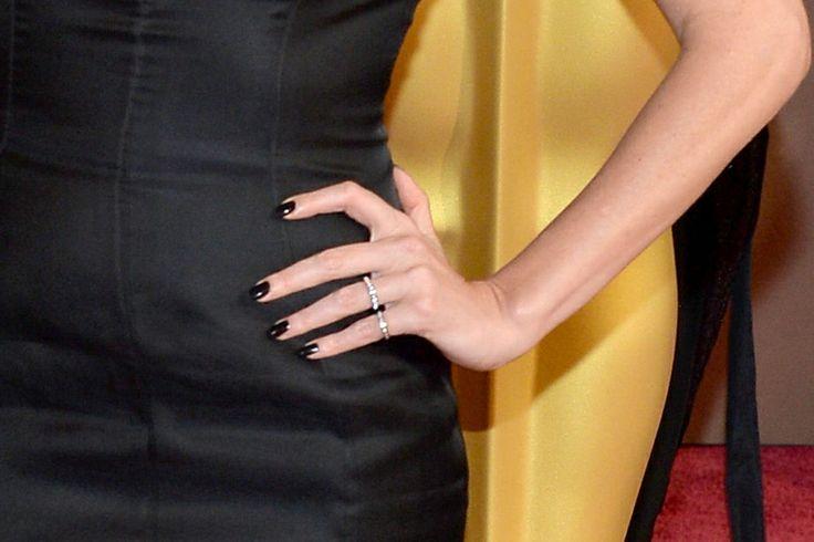 Manicure di Charlize Theron, bellissima dark queen!
