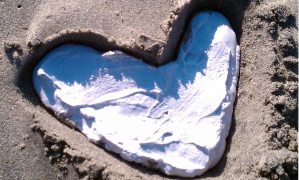 How to make sand castings with plaster on the beach with kids