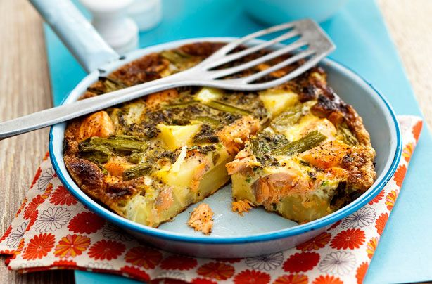 This mouthwatering Slimming World salmon, asparagus and potato frittata is really simple to make using only a handful of ingredients. It serves 4 people and only takes 30 minutes to cook. The asparagus and salmon make one delicious combination. Try smoked salmon for an even more intense flavour.
