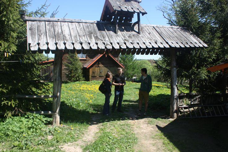 Вход на территорию, где находится: Купеческий дом (там размещаются родители)