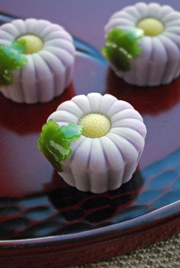 """Chrysanthemum Noji"" on the tea ceremony Namagashi"