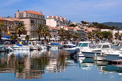 BANDOL A popular coastal town and wine growing region. Thomas Mann, Aldous Huxley, Marcel Pagnol, and D.H. Lawrence all spent time here. The streets immediately surrounding the harbor are packed with fine shops and restaurants.. The promenade around the harbour is an attractive palm-tree lined walk.