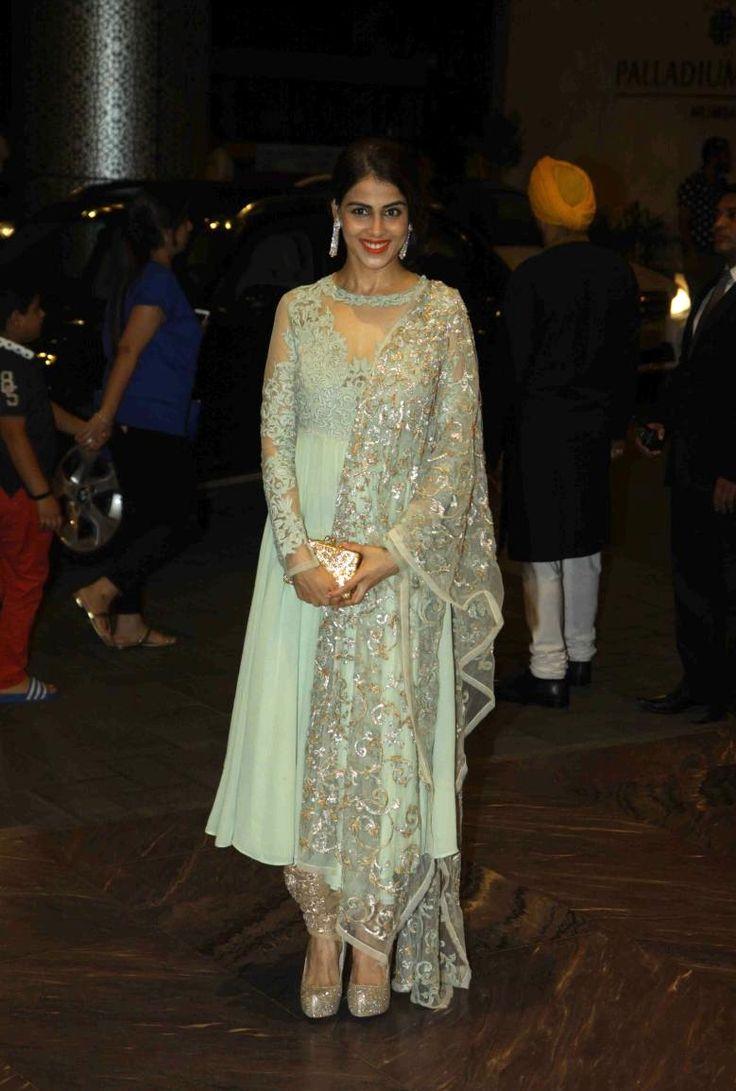 chal mudye sajnaa - bollywoodishtyle: Outfit Highlights: Shahid...