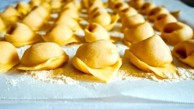Pasta fresca, scuola di cucina, sfogline, cappellacci di zucca fatti a mano
