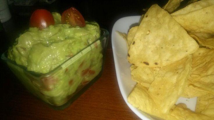 Domácí dip z avokáda, nachos