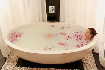 I want this tub! I saw it online but can't figure out the manufacturer (yet!)