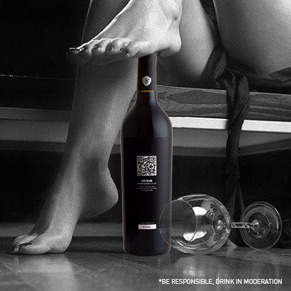 Carpe Noctem Voyeur é a prova de que o prazer de observar só é superado quando conseguimos tocar, sentir e saborear o objecto do nosso desejo... *** Carpe Noctem Voyeur is the proof that the pleasure of watching can only be exceeded when we can touch, feel and taste the object of our own desire... Our Wine, Your Spirit #WineWithSpirit #saturday #vinho #wine #portugal #carpenoctem #voyeur